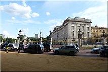 TQ2879 : Towards Buckingham Palace by DS Pugh
