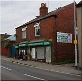 SE5023 : Green Fingers on Weeland Road, Knottingley by Ian S