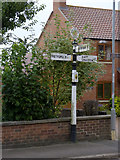 SK7476 : Fingerpost, Main Street/Askham Lane, Upton by Alan Murray-Rust