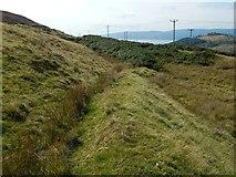 NS2373 : Linear mound near the Greenock Cut by Lairich Rig