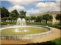 SU0931 : Fountain, Wilton House by Derek Harper