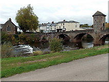 SO5012 : Weir across the Monnow, Monmouth by Jaggery