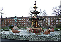 NS4864 : Fountain Gardens fountain by Thomas Nugent