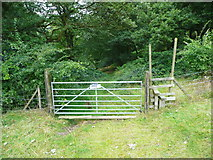 SE0026 : Gate and stile into Broad Bottom Wood by Humphrey Bolton