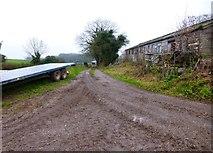 SU6615 : Footpath on track at Glidden Farm by Shazz