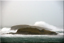 HP5605 : Waves hitting Round Holm and Brough Holm at the Westing by Mike Pennington
