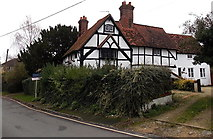 SU5290 : Early 17th century house, Manor Road, Didcot by Jaggery