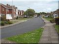 TV4799 : A bend on Kingsmead, Seaford by Robin Stott