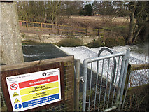 TM0855 : Hawks Mill By-Pass Weir by Andy Parrett