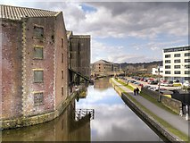 SE1437 : Leeds and Liverpool Canal, Former Canal Company Warehouse by Victoria Street Bridge (3) by David Dixon