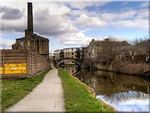 SE1537 : Leeds and Liverpool Canal Approaching Junction Mills by David Dixon