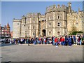 SU9676 : Windsor, Crowds Queuing on Castle Hill by David Dixon