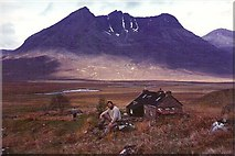 NH0680 : Shenavall Bothy in 1983 by Raibeart MacAoidh
