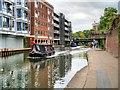TQ2983 : Narrowboat on the Regent's Canal near St Pancras by David Dixon