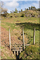 SD3299 : Fence over stream by Ian Capper