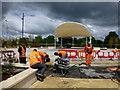 H4572 : Workmen, OASIS Plaza by Kenneth  Allen