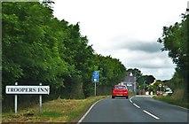 SM9609 : Approaching Troopers Inn by Deborah Tilley