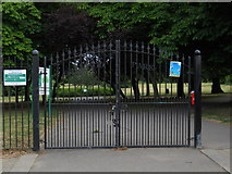 TQ3095 : Main entrance to Oakwood Park, Southgate by Paul Bryan