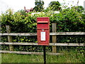 SO5808 : Queen Elizabeth II postbox, Bromley Road, Ellwood by Jaggery