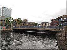 TQ3880 : Lovegrove Walk bridge by Stephen Craven