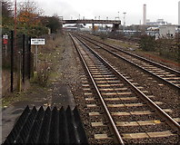 SU5290 : Railway towards a footbridge, Didcot by Jaggery