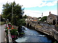 ST9386 : Weirs across the Avon, Malmesbury by Jaggery