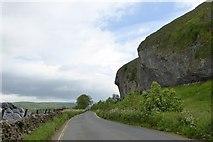 SD9768 : B6160 passing Kilnsey Crag by David Smith