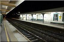 SU3521 : Quiet platform by Ian Paterson