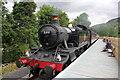 SJ0843 : Locomotive 5199 arriving at Dwyrain Corwen East on the Llangollen Railway by Jeff Buck