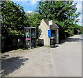 SO8602 : Bus shelter and grey phonebox, Brimscombe by Jaggery