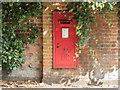 TQ2497 : Elizabeth II Postbox, Hadley Green Road, Barnet by Christine Matthews