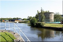 SE3231 : Aire and Calder Navigation at Knostrop Lock by Alan Murray-Rust