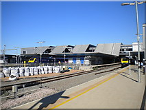 SU7173 : West end of Reading station platforms by Richard Vince
