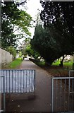 SP3509 : Public footpath between The Leys and Church Green, Witney, Oxon by P L Chadwick