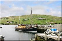 "HU4063 : ""Honestas"" in Voe Harbour by Des Blenkinsopp"