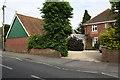SU3988 : 'Emerald Hill', Ham Road by Roger Templeman