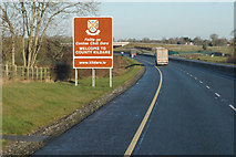 S7879 : M9 Northbound towards junction 4 by Ian S
