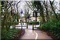 SP3509 : Cycleway & footpath to Witan Way, Witney, Oxon by P L Chadwick