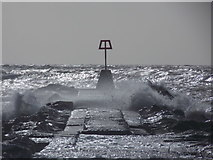 SZ1790 : Hengistbury Head: waves breach the breakwater by Chris Downer