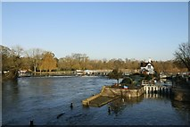 SU5980 : Goring Weir & Lock by Bill Nicholls