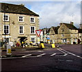 ST8893 : Give Way sign at crossroads in Tetbury by Jaggery