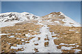 NN5937 : Looking up the path of the southeast ridge of Meall nan Tarmachan by Doug Lee