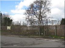 SK3028 : Fence by Twyford Road by M J Richardson