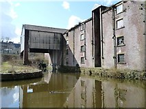 SE1437 : Partially-covered canal dock, Shipley by Christine Johnstone