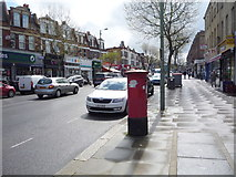 TQ2789 : High Road, East Finchley by JThomas