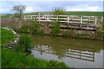 SU0562 : Overgrown swing bridge on the Kennet and Avon Canal by David Martin