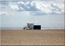TG5307 : Beach and lifeguard station, Great Yarmouth by JThomas