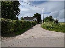 SU0662 : Manor Farm by Rob Purvis