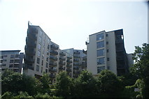 TQ3783 : View of apartments on the River Lea from the River Lea towpath by Robert Lamb