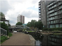 TQ3681 : Salmon Lane Lock, Regent's Canal by John Slater